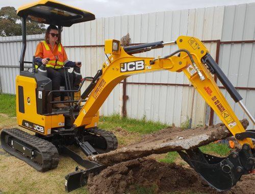 excavator rental cost
